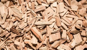 11 Benefits of Cedarwood Essential Oil for Beauty and Mental Health